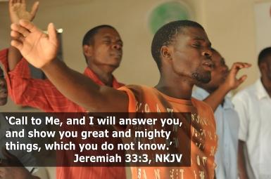 Image by Valeria Rodrigues {link at https://pixabay.com/en/worship-praise-singer-black-africa-435108/}